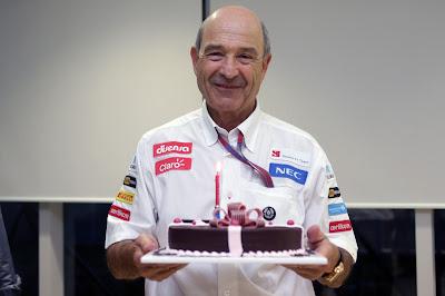 Петер Заубер и торт на 69-ый день рождения на Гран-при Кореи 2012