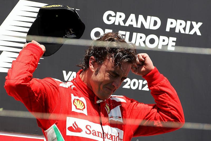 Фернандо Алонсо в слезах на подиуме Гран-при Европы 2012