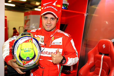 Фелипе Масса и шлем в память о Вилсоне Фиттипальди на Гран-при Австралии 2013