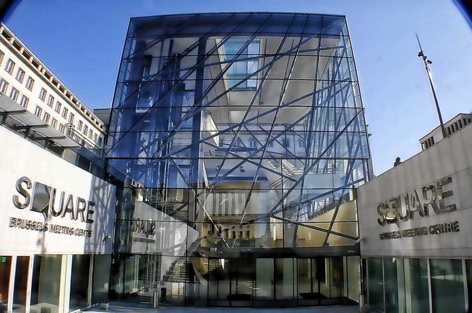 Città di Bruxelles, Belgio: [SQUARE BRUSSELS MEETING CENTER BY A2RC ARCHITECTS]