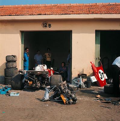 механики Ferrari работают над запасной машиной Жаки Икса на Гран-при Италии 1971