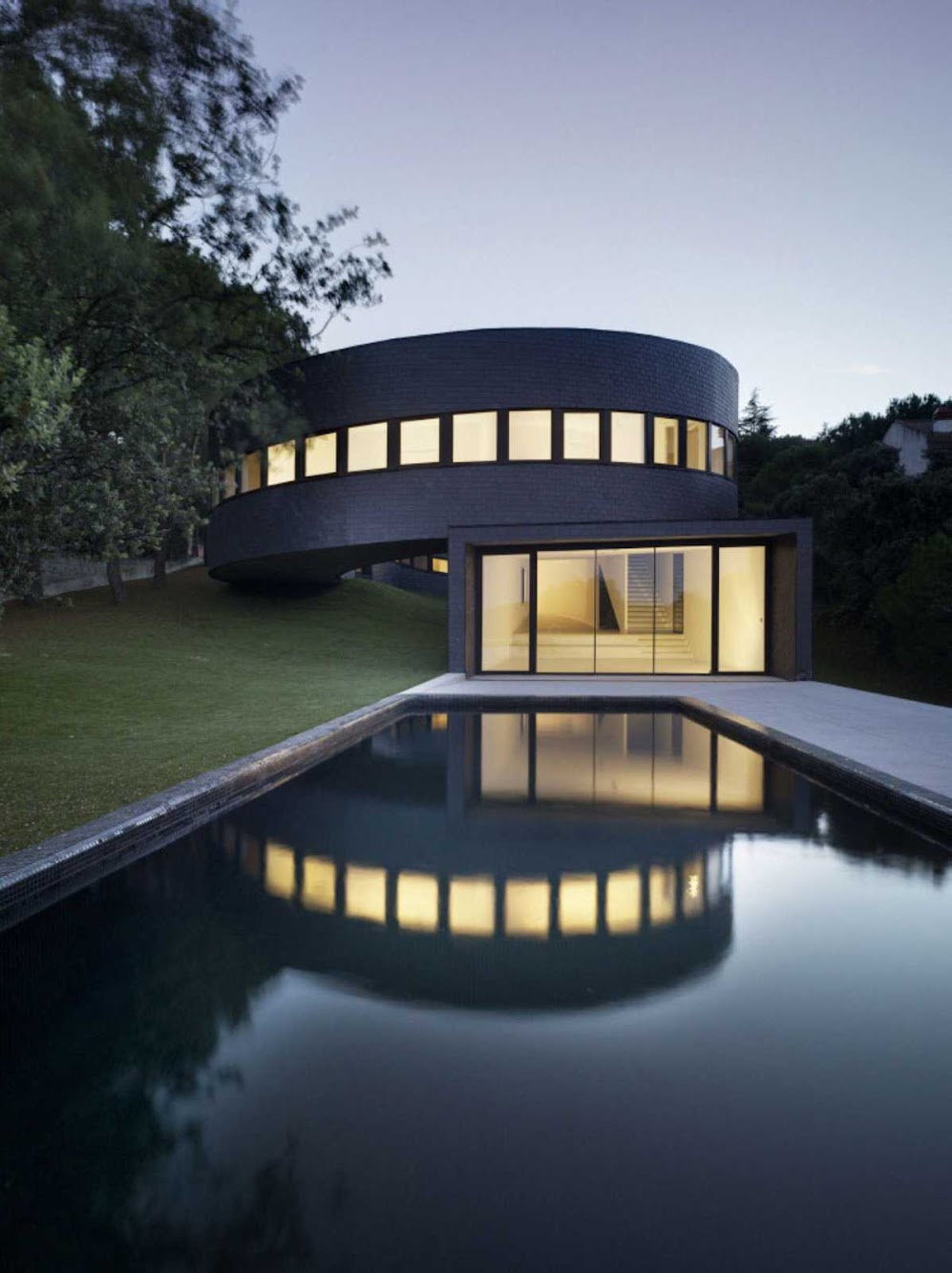 Galapagar, Madrid, Spagna: 360 House by Subarquitectura