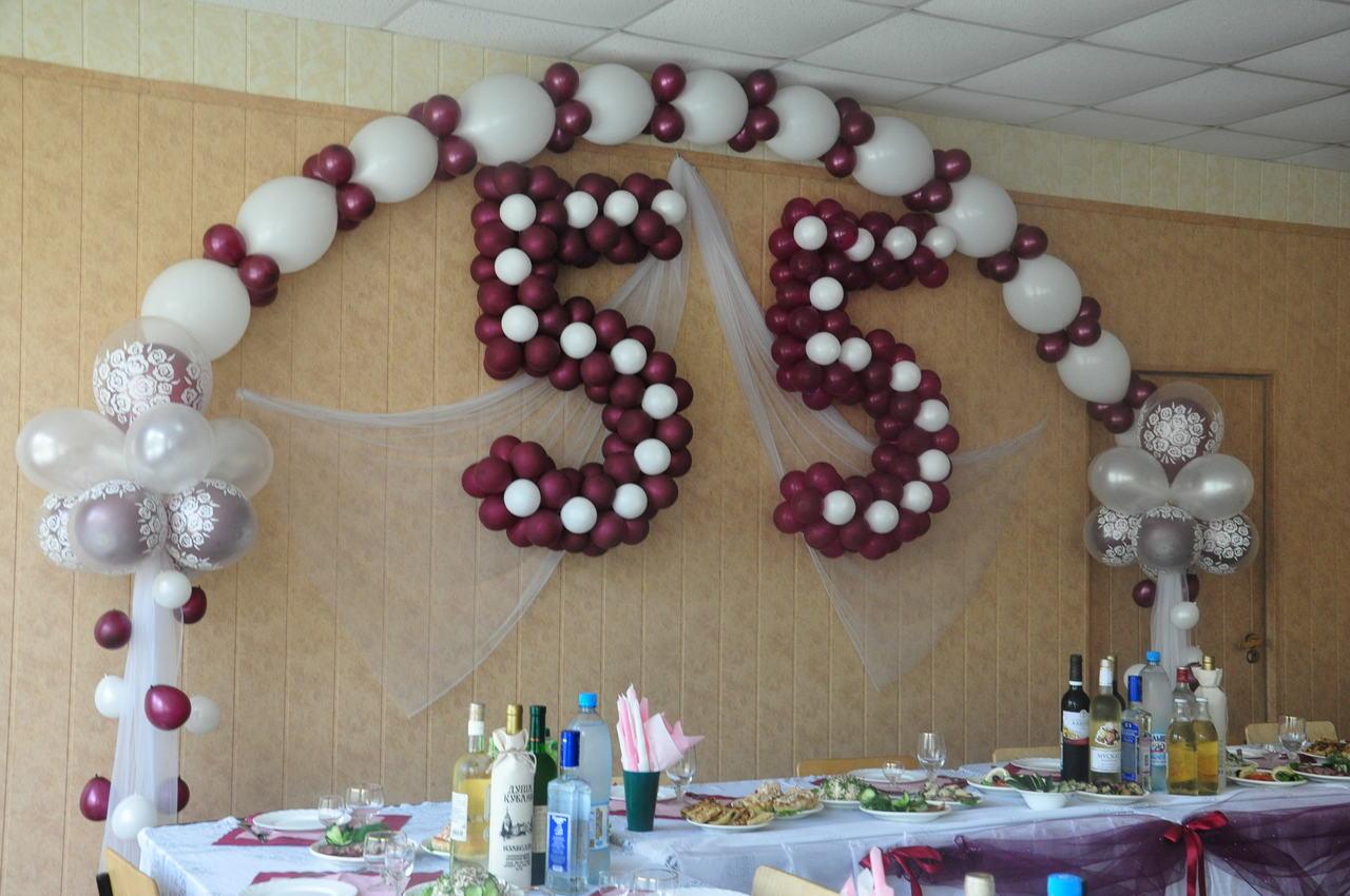 Цветы на запястье подружкам невесты