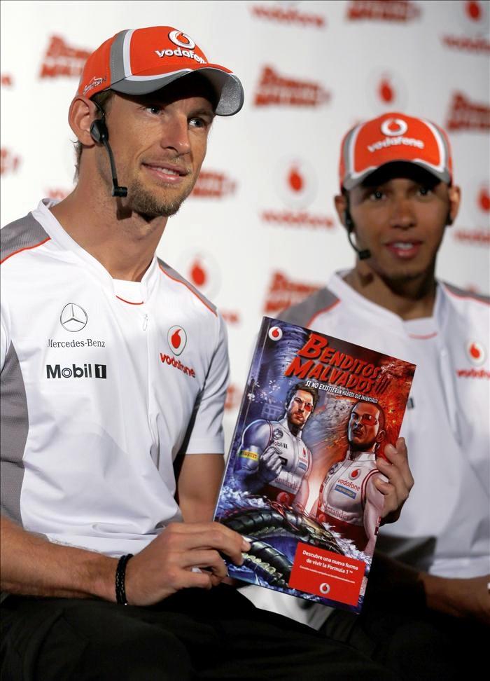 Дженсон Баттон и Льюис Хэмилтон на презентации комикса перед Гран-при Испании 2012