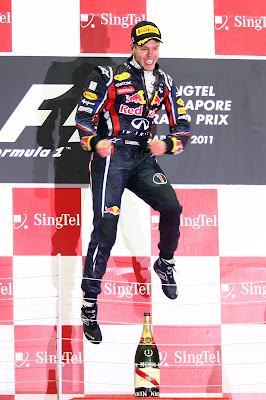 победный прыжок Себастьяна Феттеля на подиуме Гран-при Сингапура 2011