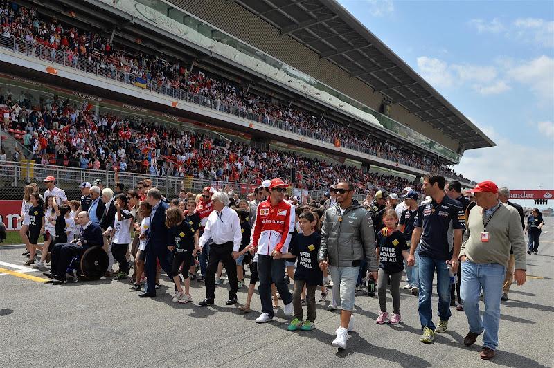 FIA Safer Roads For All - прогулка по старт-финишной прямой с детьми на Гран-при Испании 2013