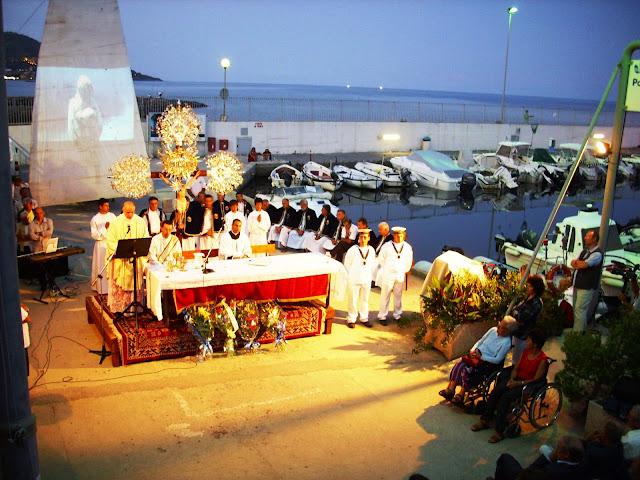 16 luglio - Messa sulla banchina del porto