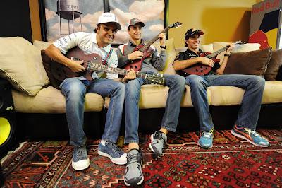 Фелипе Масса, Эстебан Гутьеррес и Серхио Перес с гитарами на встрече с болельщиками перед Гран-при США 2014