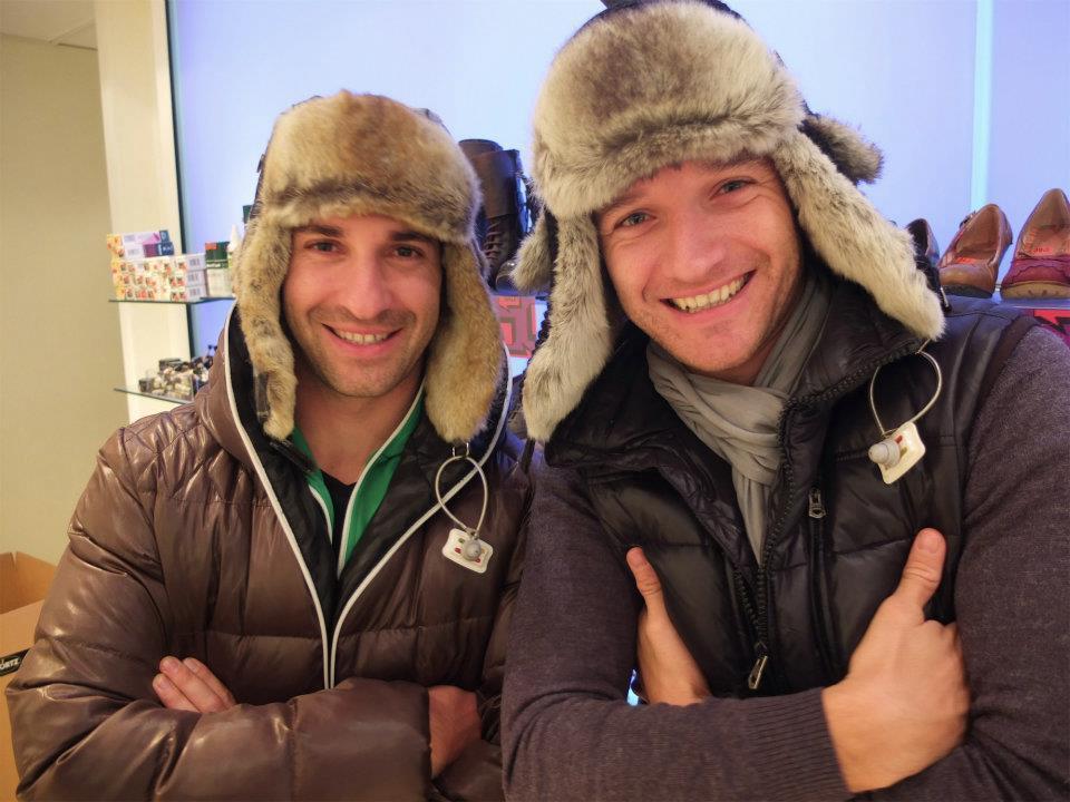 Тимо Глок и Тимо Шайдер в шапках-ушанках перед Гонкой чемпионов 2011