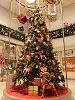 小田急百貨店2階ミロード口のクリスマスツリー2011