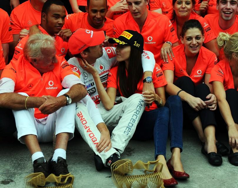 Дженсон Баттон и Джессика Мичибата после победы на Хунгароринге на Гран-при Венгрии 2011