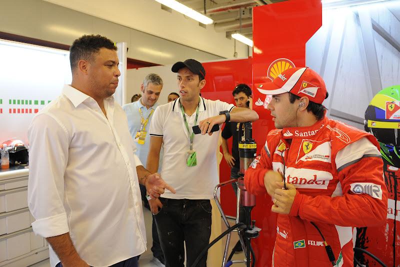 Роналдо и Фелипе Масса в боксах Ferrari на Гран-при Абу-Даби 2011