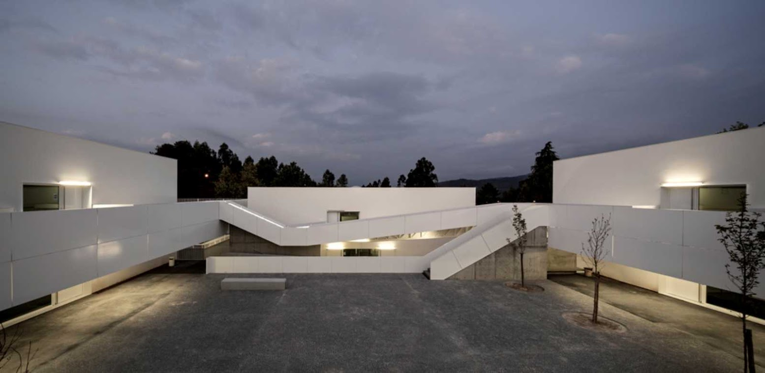 Vouga, 3750, Portogallo: [BASIC AND SECONDARY SCHOOL OF SEVER DO VOUGA BY PEDRO DOMINGOS ARQUITECTOS]