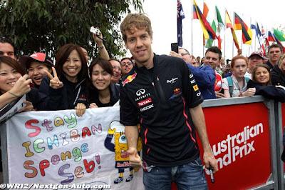 Себастьян Феттель с болельщицами на Гран-при Австралии 2012