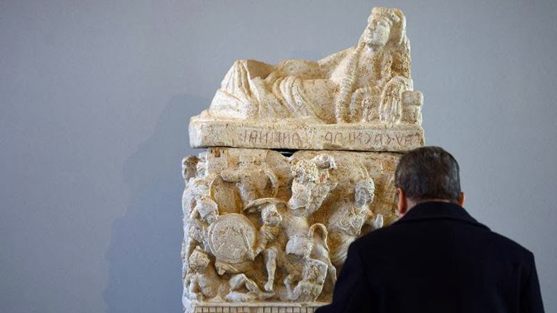 Italy displays stolen artworks recovered by police