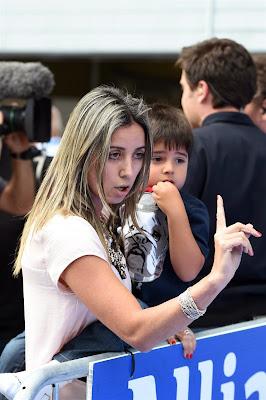 Рафаэла Масса и Фелипиньо Масса радуются поулу Фелипе на Гран-при Австрии 2014