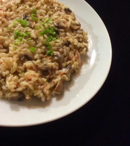 Risotto, grzyby, ryż arborio, boczek pancetta, parmezan, białe wino,