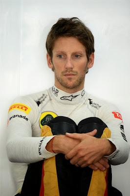 грустный Ромэн Грожан в гараже Lotus на Гран-при Кореи 2013