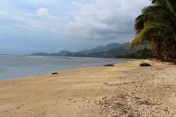 pantai pesuloang pamboang majene