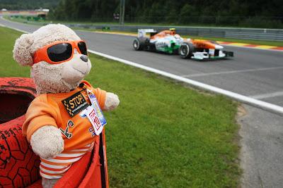 плюшевый медвежонок Force India на Гран-при Бельгии 2013