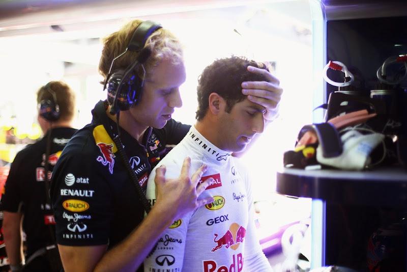 Даниэль Риккардо со своим тренером на Гран-при Малайзии 2014