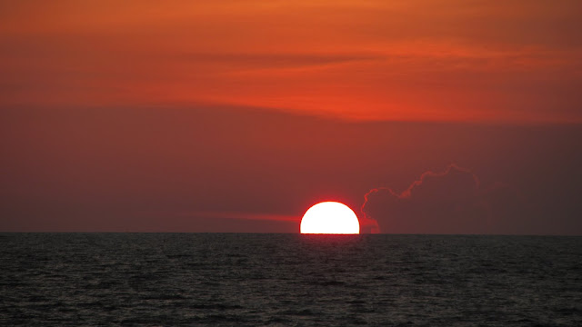 The westward facing beaches of Koh Lanta treated us to absolutely amazing sunsets.