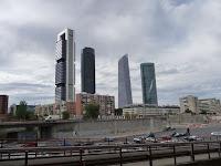 Al llegar a Chamartín, el Cuatro Torres Business Area da la bienvenida a la capital.