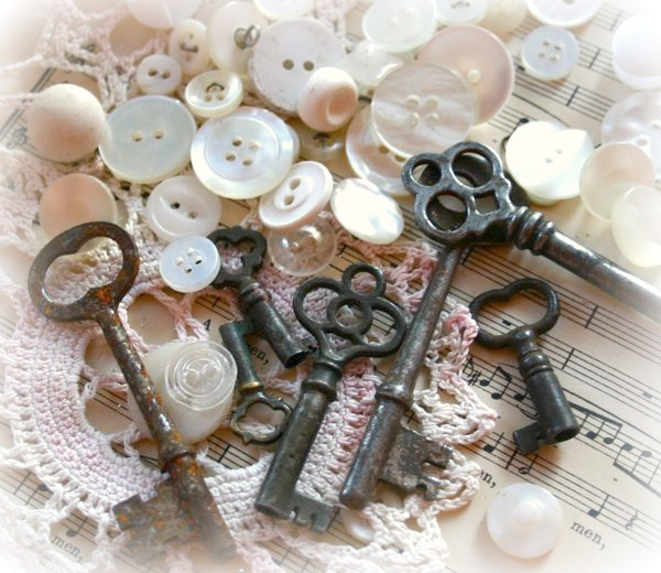 Vintage Buttons, Skeleton Keys & Lace