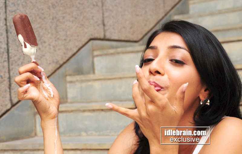 Kajal Agarwal Licking... Ice creams! HOTTT!!!!