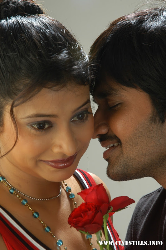 Tamil film Maiyam Konden Movie Stills