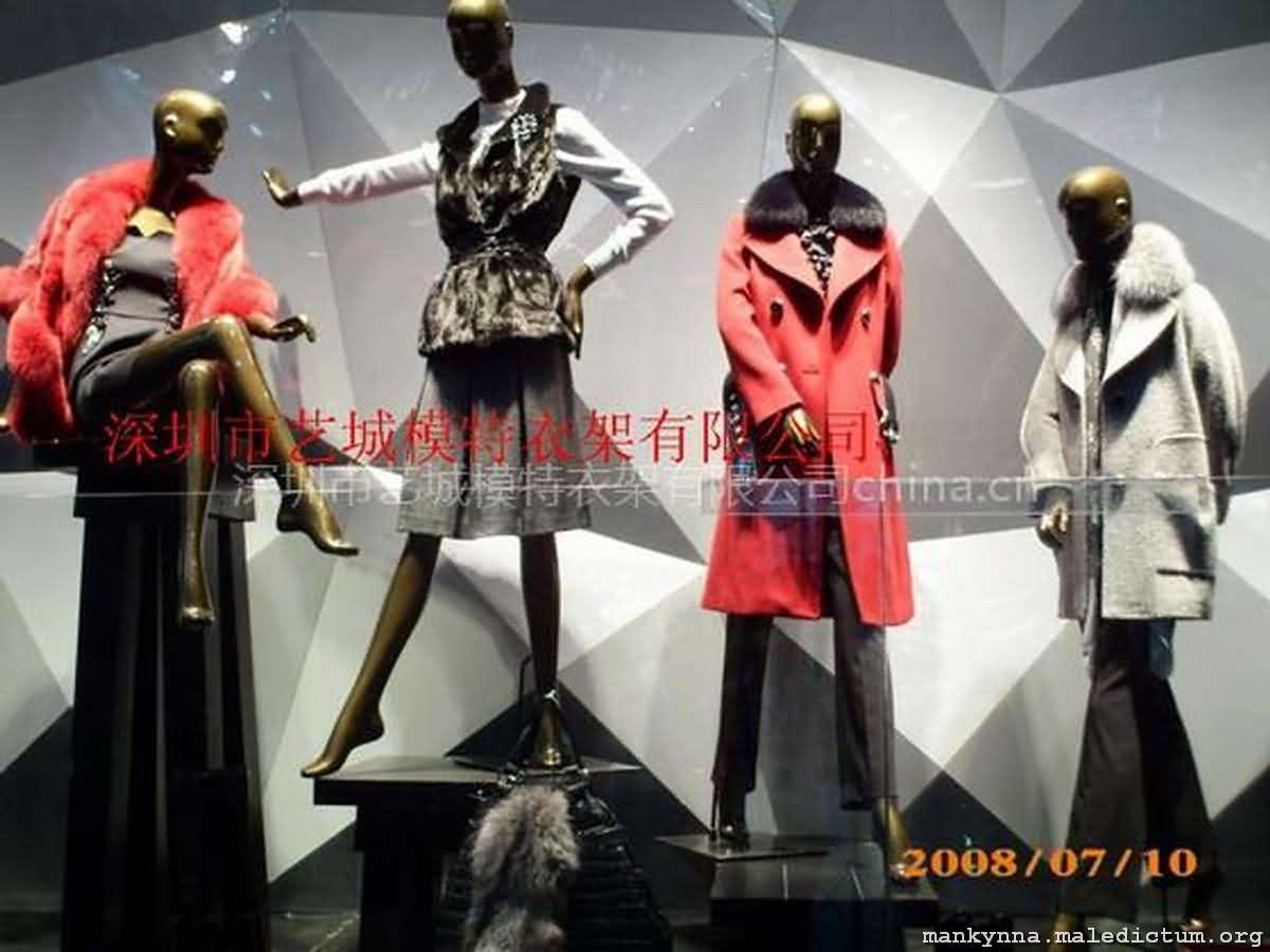 Манекены сами моделируют одежду