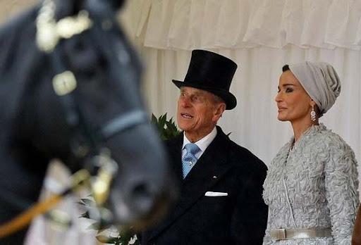 استقبال بریتانیا از امیر قطر و همسر ایرانی الاصلش + تصویر