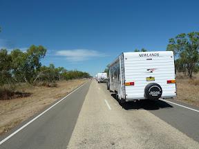 La caravane de caravanes roule a droite
