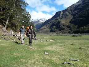 Des randonneurs dans Caples Valley