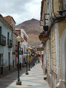 Une rue et le Cerro Rico
