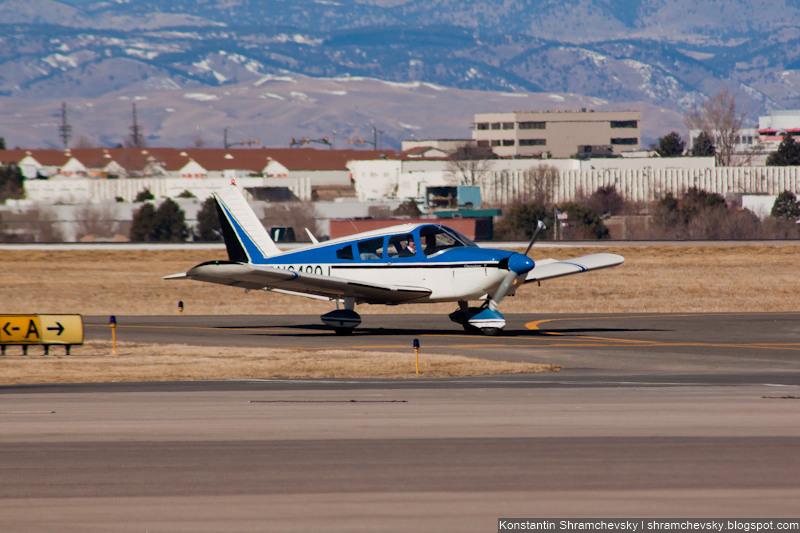 USA Colorado Denver Centennial Airport Tower США Колорадо Денвер Сентенниал Аэропорт APA KAPA Piper PA-28 Cherokee N6480J