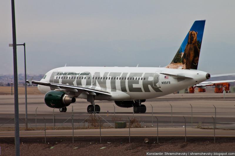 USA Colorado Denver International Airport Frontier Airlines Airbus A319 N951FR Benny, the North American Grizzly Bear США Колорадо Денвер Международный Аэропорт Фронтир Эйрлайнс Аэробус Эйрбас А319 Бенни Североамериканский Медведь Гризли Хвост Самолёта