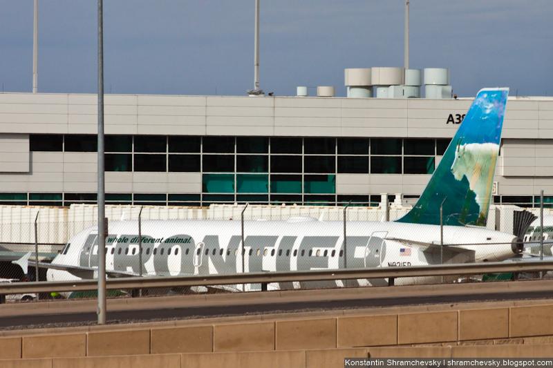 USA Colorado Denver International Airport Frontier Airlines Airbus A319 N921FR Fritz the Mountain Goat США Колорадо Денвер Международный Аэропорт Фронтир Эйрлайнс Аэробус Эйрбас А319 Фриц Горный Козёл Хвост Самолёта