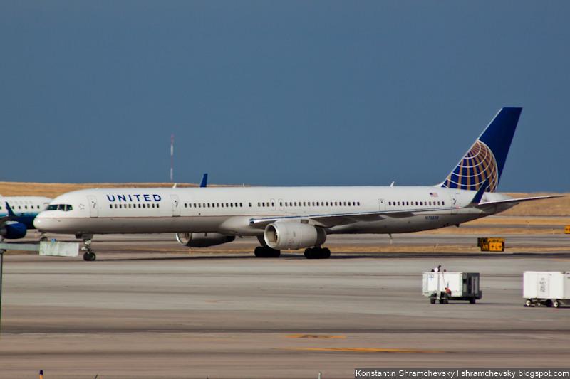 United Boeing 757-300 757-324 N75858