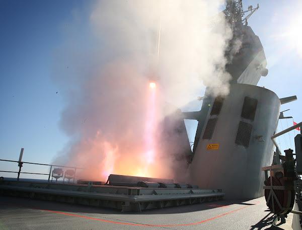 HMAS Perth firing evolved sea sparrow
