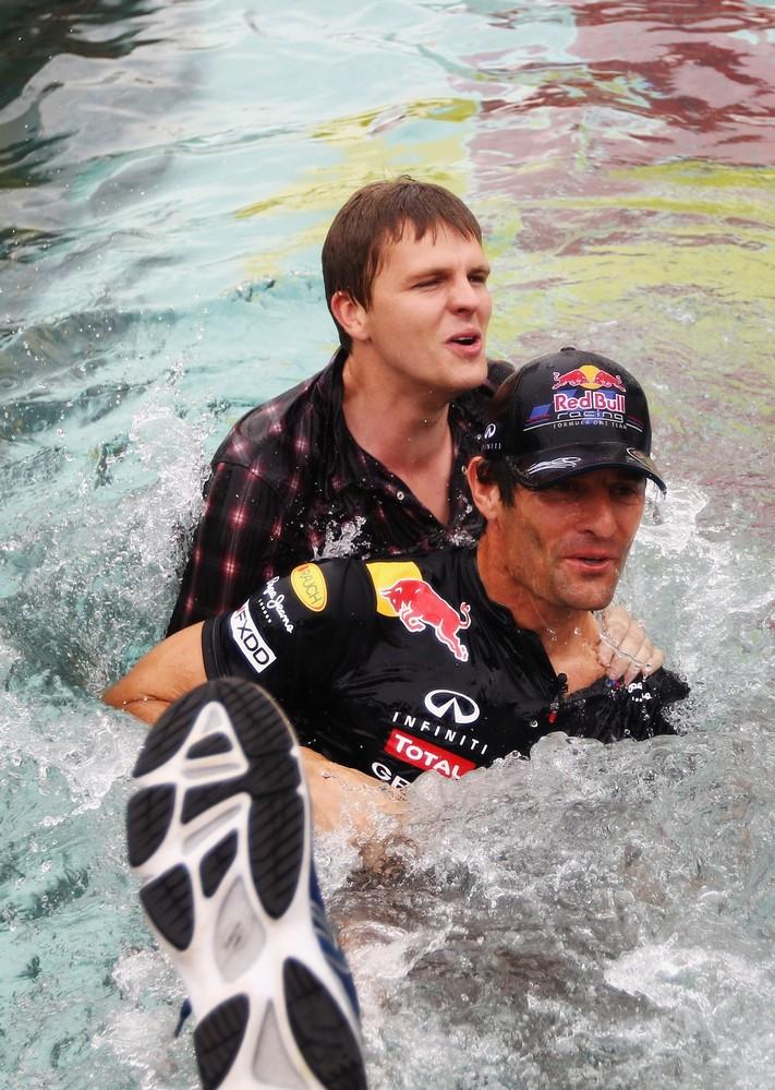 Джек Хамфри топит Марка Уэббера в бассейне Монте-Карло на Гран-при Монако 2011