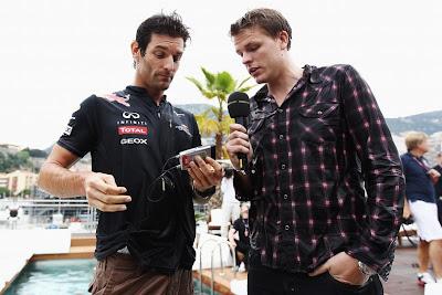 Марк Уэббер дает интервью Джеку Хамфри после бассейна Монте-Карло на Гран-при Монако 2011