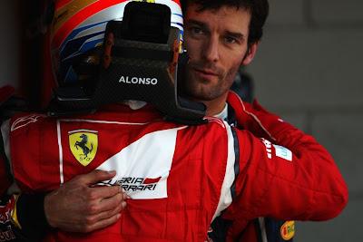 Фернандо Алонсо обнимает Марка Уэббера после квалификации на Гран-при Испании 2011