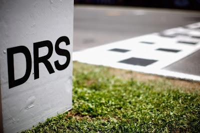 отметка активации зоны DRS на трассе Монтмело-Каталунья на Гран-при Испании 2011