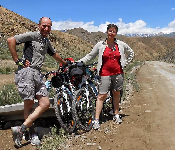 Chris und Miri bei Sary Bulak, Kirgistan