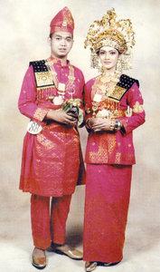 pakaian adat melayu Bengkalis Riau Pakaian Adat Tradisional Indonesia