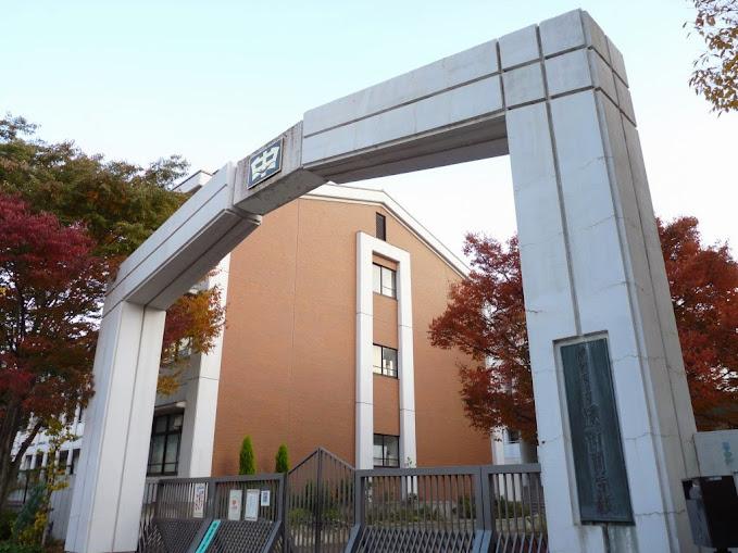 cổng trường kobe