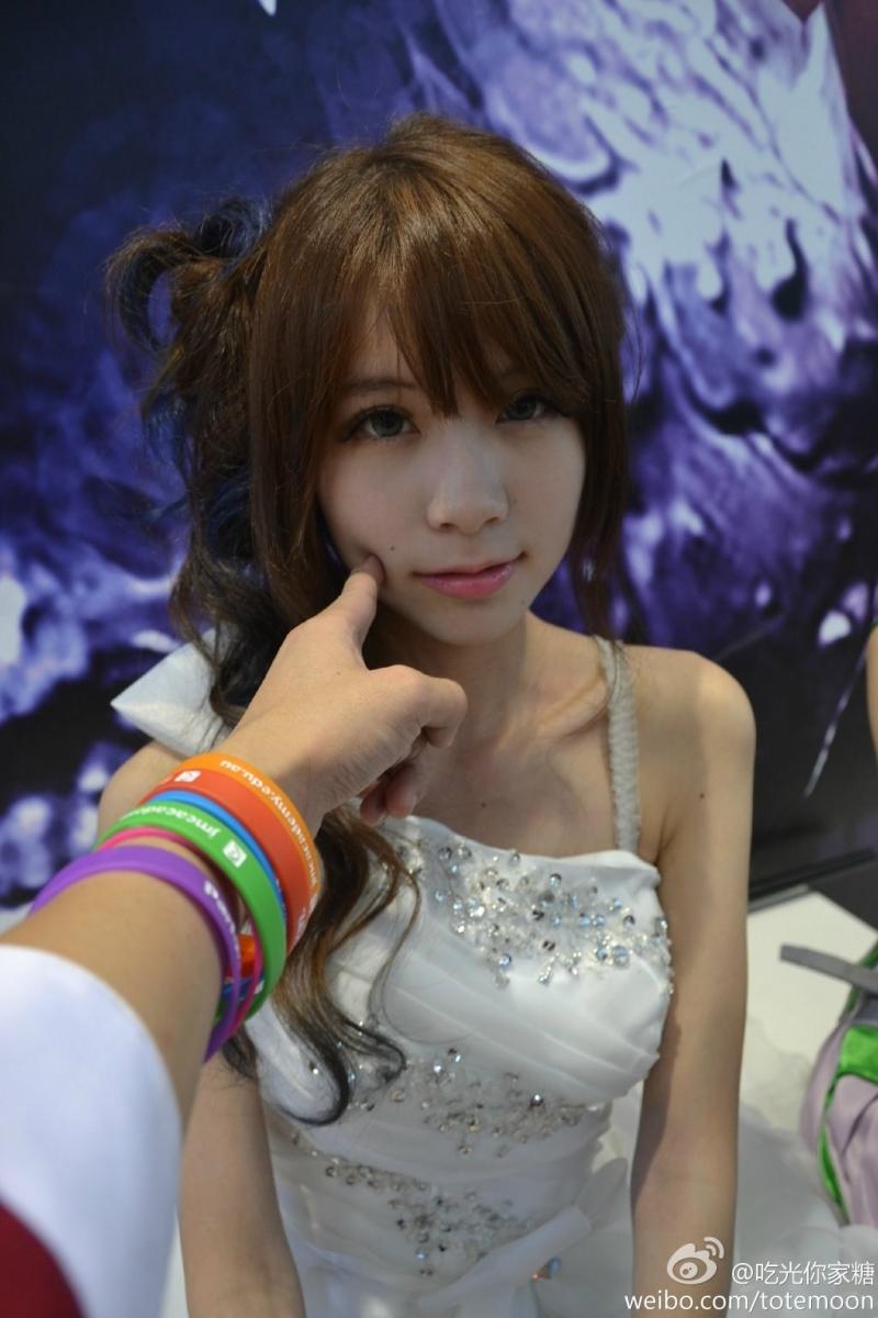 Sờ tận tay các showgirl tại ChinaJoy 2013 - Ảnh 8