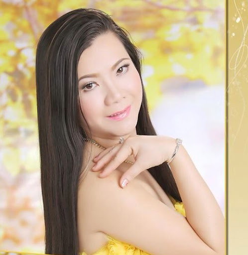 Julie Huynh Photo 12