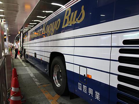 国際興業「しもきた号」 ・843 サイド 新宿高速バスBTにて